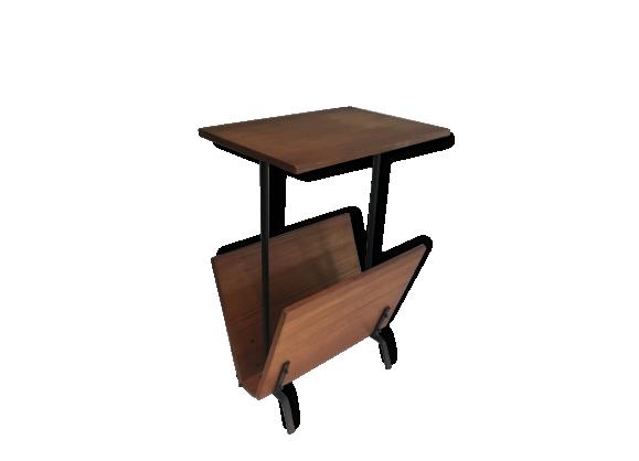 porte revues table. Black Bedroom Furniture Sets. Home Design Ideas