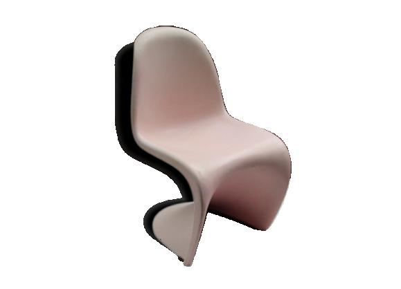 pantone chaise enfant. Black Bedroom Furniture Sets. Home Design Ideas