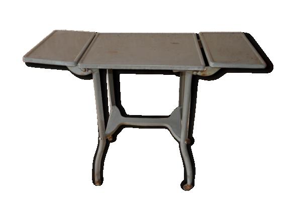 petite table industrielle le fait main. Black Bedroom Furniture Sets. Home Design Ideas