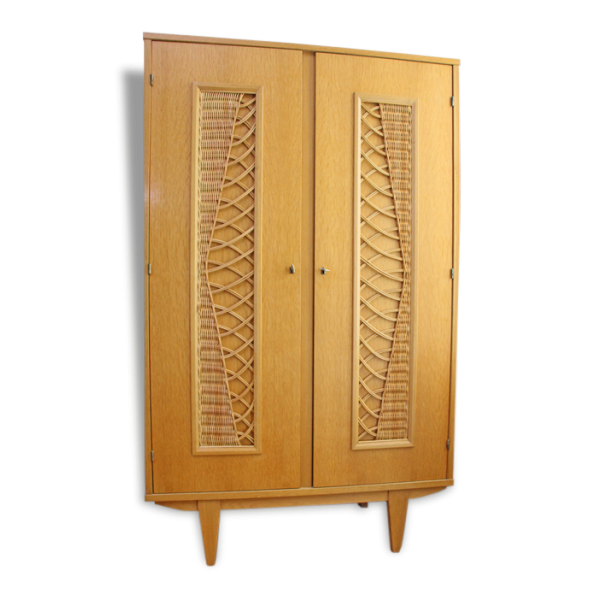 armoire en rotin des ann es 50 bois mat riau bois. Black Bedroom Furniture Sets. Home Design Ideas