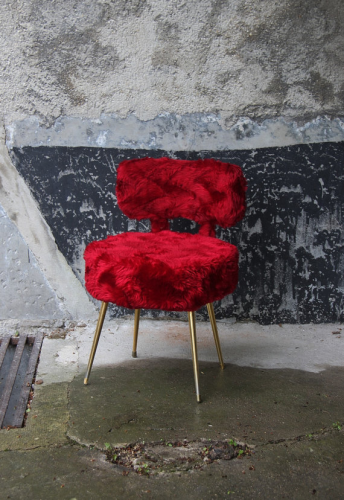 chaise fausse fourrure rouge profond vintage sixties. Black Bedroom Furniture Sets. Home Design Ideas
