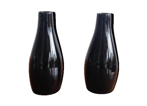 Paire de vases noirs en porcelaine