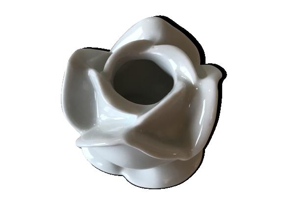 Bougeoir « fleurs > en porcelaine