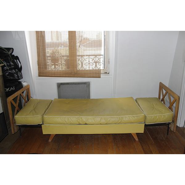 canap jaune 2 places ann es 50 bois mat riau jaune bon tat vintage. Black Bedroom Furniture Sets. Home Design Ideas