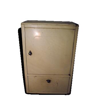 Belle armoire de salle de bain métallique ivoire
