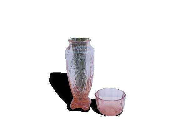 Lot d'un grand vase en verre vieux rose et d'un pot