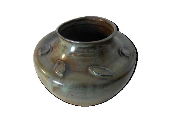 Vase en céramique avec motif feuilles