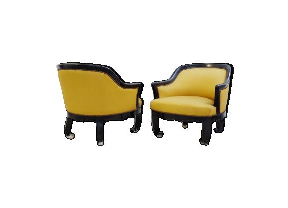 Paire de fauteuils laqués noirs