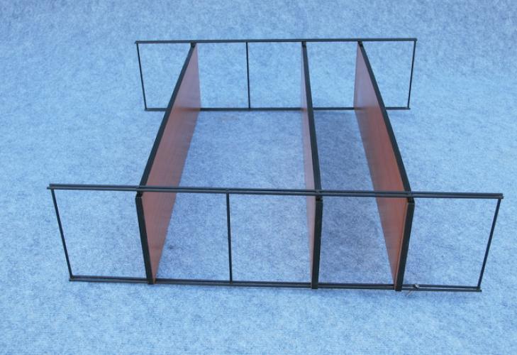 etag re bois et fer ann es 50 bois mat riau noir. Black Bedroom Furniture Sets. Home Design Ideas
