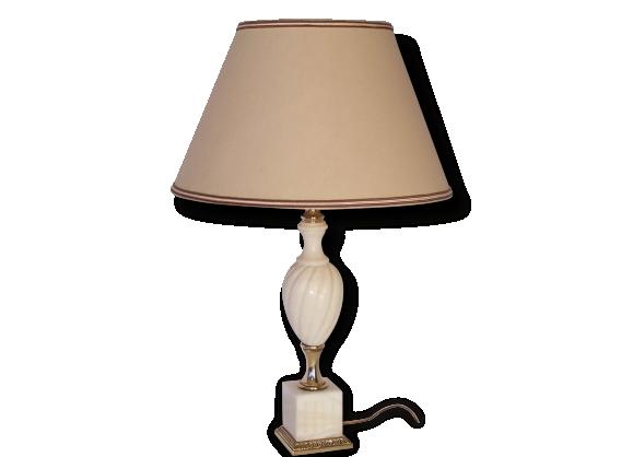 Que mettre au pied du lit for Lampe a accrocher au lit