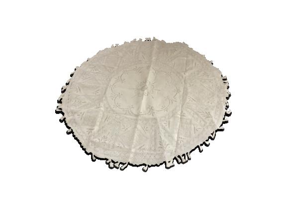Nappe ronde blanche ancienne tout en dentelle, broderies