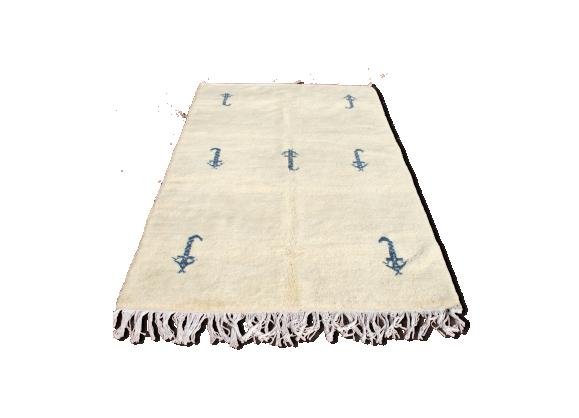 tapis marocain 270x150 cm tissu blanc bon tat thnique bf9fcf61f0a53aca9c3d18084c2f6e8b. Black Bedroom Furniture Sets. Home Design Ideas