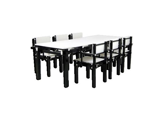 Ensemble table haute et ses 6 fauteuils de grande facture.
