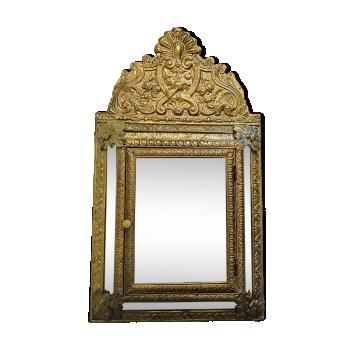 Miroir à parclose début XXème en laiton repoussé - modernisé