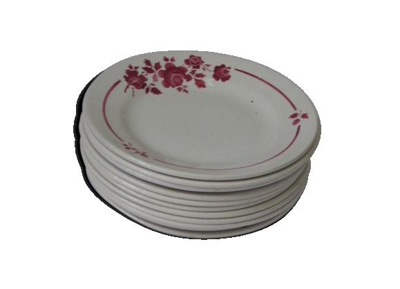 11 assiettes anciennes, motifs a fleurs rouge, bordeaux