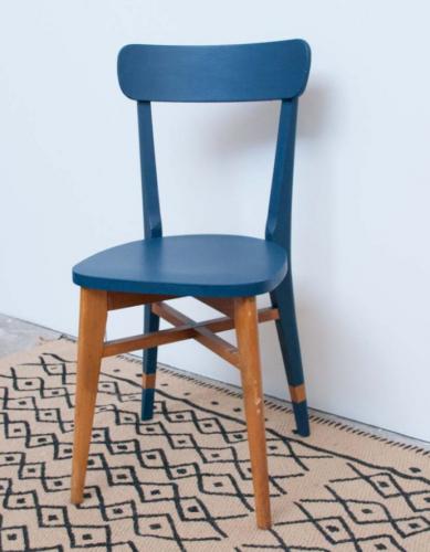 chaise bistrot vintage mauricette bois mat riau bleu bon tat vintage. Black Bedroom Furniture Sets. Home Design Ideas