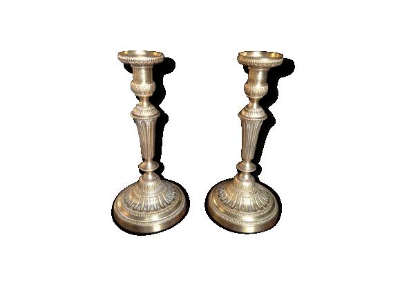 Paire de bougeoirs en bronze doré de style Louis XVI