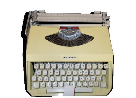 Machine a écrire Mercédes