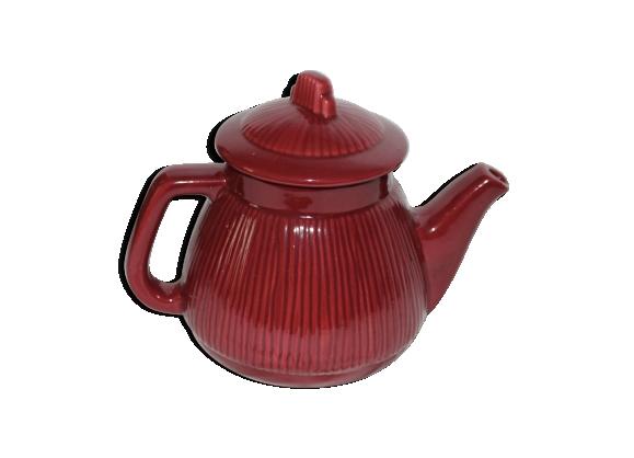 Théière vintage rouge