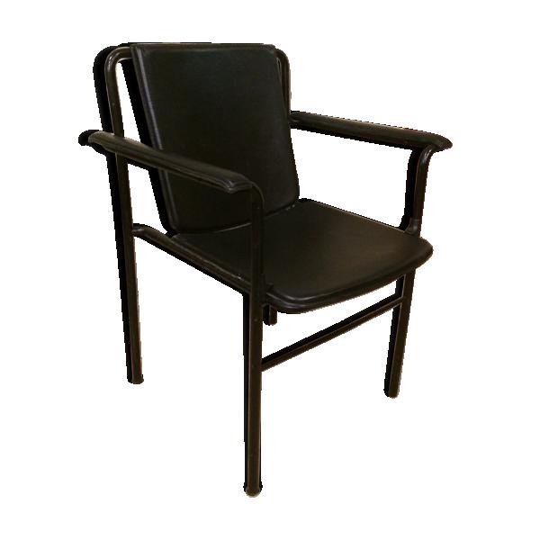 fauteuil movie poltrona frau en cuir noir cuir noir. Black Bedroom Furniture Sets. Home Design Ideas