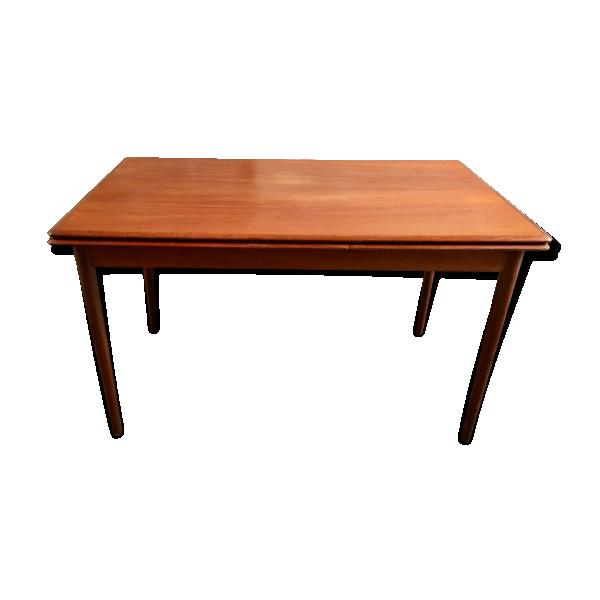 Table de salle manger bois mat riau bois couleur for Table de salle a manger 4 metres