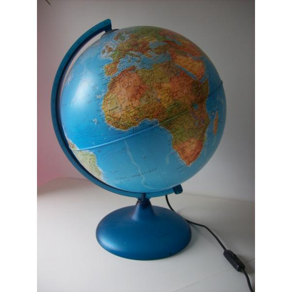globe terrestre lumineux ann es 70 80 plastique multicolore bon tat vintage. Black Bedroom Furniture Sets. Home Design Ideas