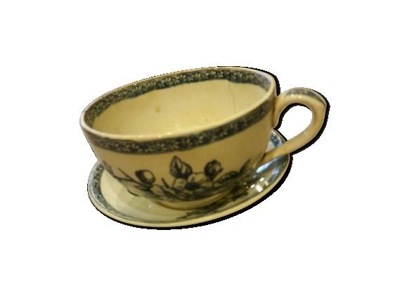 Ancienne grande tasse avec soucoupe en porcelaine