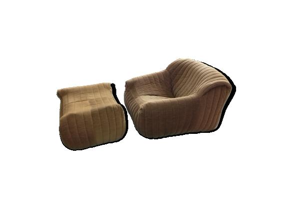fauteuil et son ottoman design annie hieronimus pour cinna. Black Bedroom Furniture Sets. Home Design Ideas