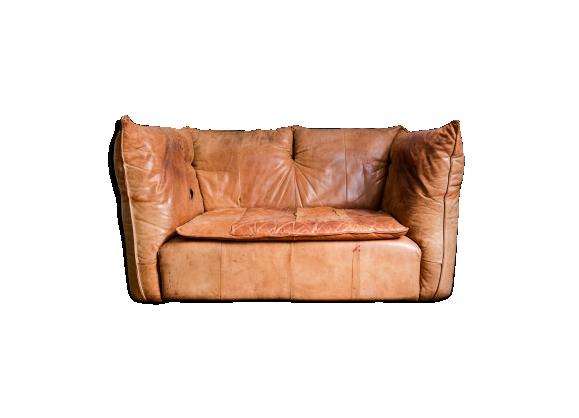 canap 2 places 1970 cuir en camel patin g rard van den berg cuir marron dans son jus. Black Bedroom Furniture Sets. Home Design Ideas