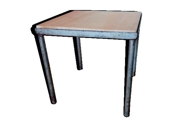 Table basse carrée en métal et bois style industriel
