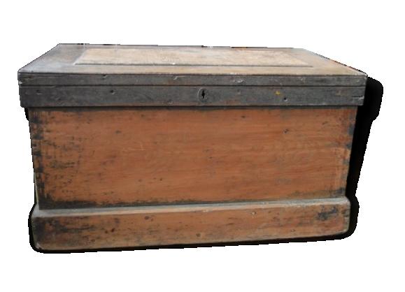Beau coffre ancien en bois table basse XIX éme belle patine malle caisse
