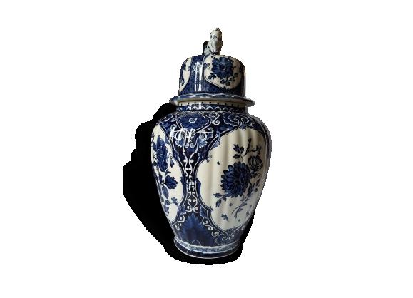 Pot en porcelaine de marque Boch
