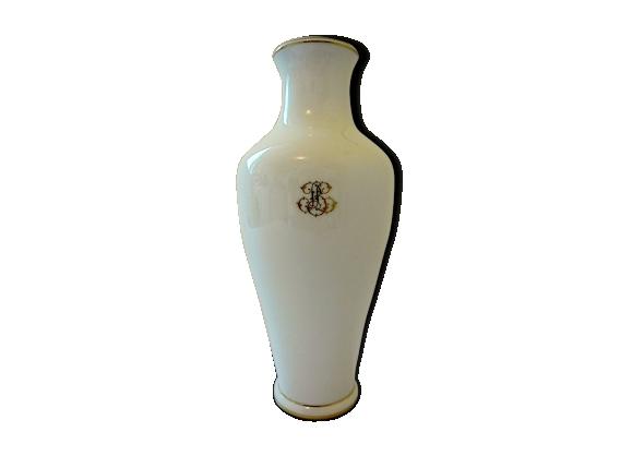 Vase en porcelaine blanche