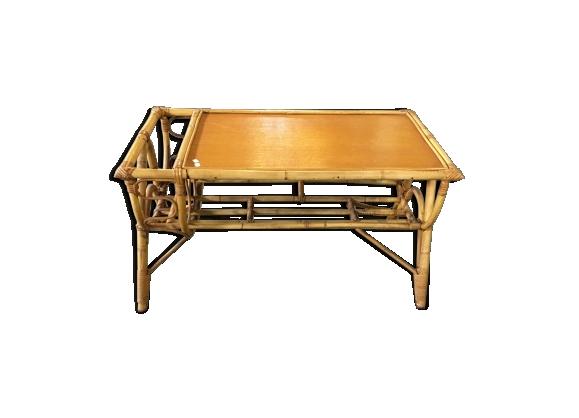 Table basse en rotin avec porte-revues