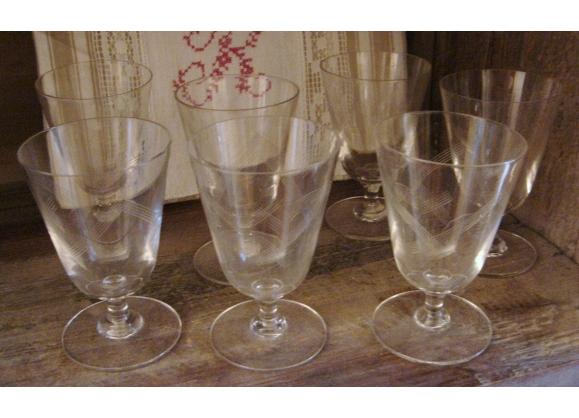 Lot de 7 verres anciens Finesse & délicatesse Années 50-60 Stries géométrie Vins cuits, apéritif...