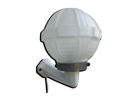 Applique porcelaine boule verre moulé sablé