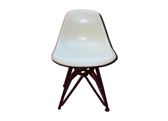 chaise petit mod le en fibre de verre de charles eames pour herman miller fibre de verre. Black Bedroom Furniture Sets. Home Design Ideas