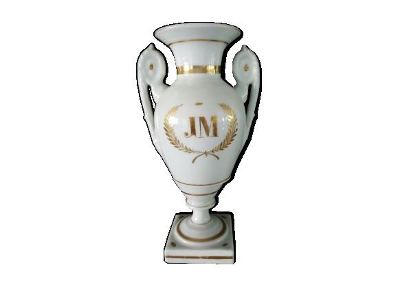 Vase époque restauration en porcelaine