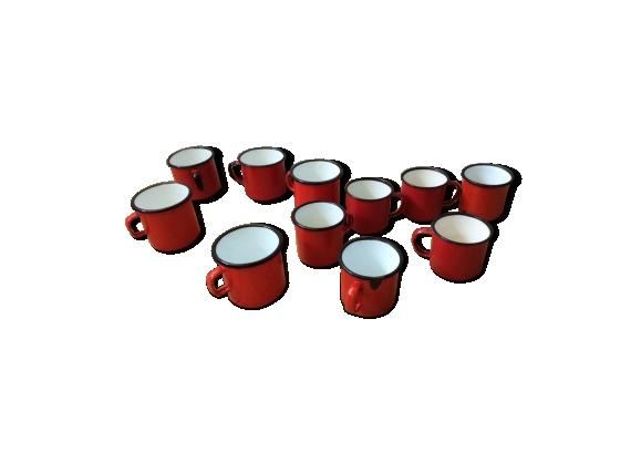 Lot de 11 tasses émaillés rouge