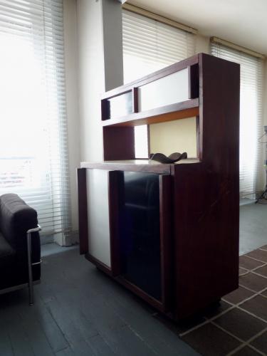 buffet passe plat le corbusier 1960 bois mat riau bois couleur dans son jus vintage. Black Bedroom Furniture Sets. Home Design Ideas
