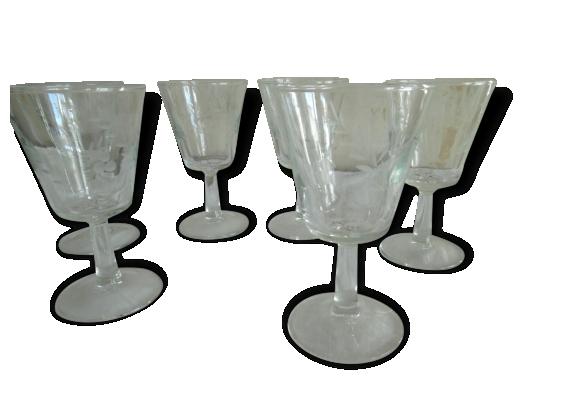 Six verres à pied anciens, ciselés