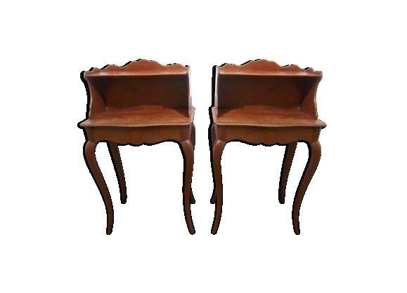 Paire de tables de nuit de style Louis XV en merisier