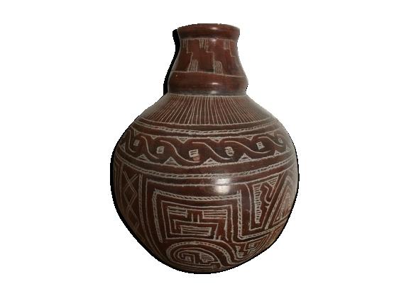 Vase en terre cuite aux motifs graphiques ethniques