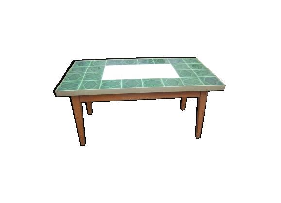 Table basse de 1955-60, recouverte de carrelage vert, pieds en bois