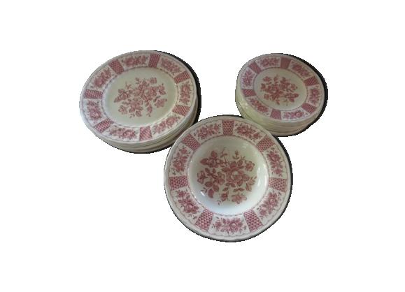 Assiettes roses en porcelaine anglaise