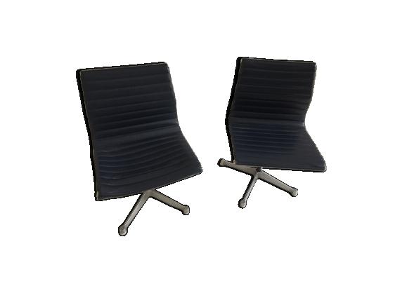 Lot de 2 chaise de bureau Herman Miller modèle EA 105 par Charles & Ray Eames