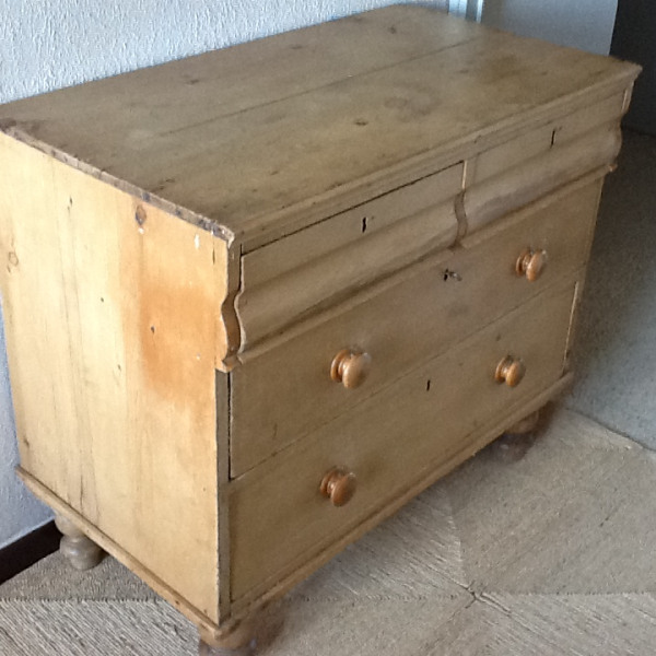 commode ancienne en pin massif