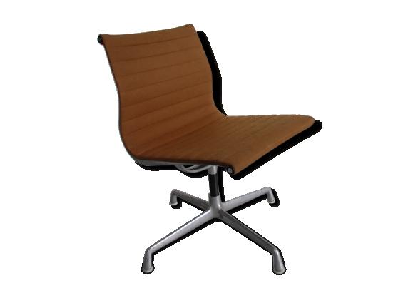 Chaise de bureau Herman Miller modèle EA 105 par Charles & Ray Eames