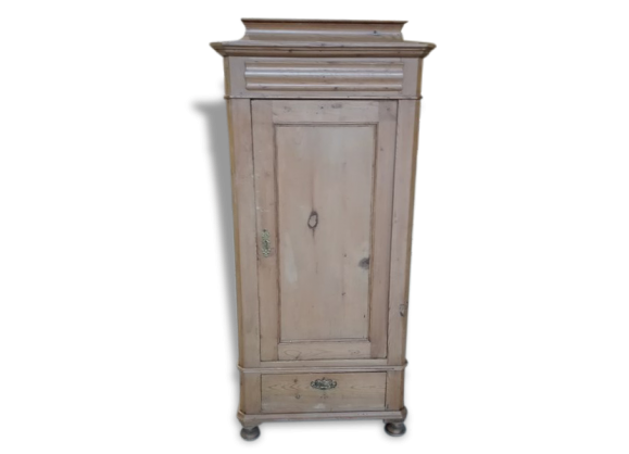 bonneti re vintage en bois clair sapin armoire light. Black Bedroom Furniture Sets. Home Design Ideas