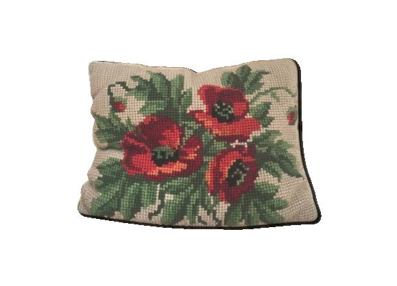 Coussin vintage en canevas de laine motif coquelicots